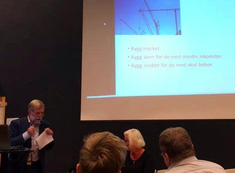 Syntolkning: Göran Svensson, ordförande Socialdemokraterna och Stadsbyggnadsnämnden Haninge, berättar om hur Haninge kan bygga mer och billigare.