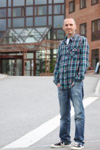 Samuel Skånberg, Vänsterpartiets gruppledare, tog upp frågan om arbetsmiljön i kommunen på senaste kommunfullmäktige